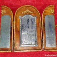 Antigüedades: TRÍPTICO DE LA VIRGEN DE LOURDES. METAL. CUERO. CARTÓN. FRANCIA. SIGLO XIX. Lote 259266890