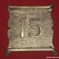 Antigüedades: PLACA DE BRONCE NÚMERO CASA O PORTAL Nº 15. Lote 259269830