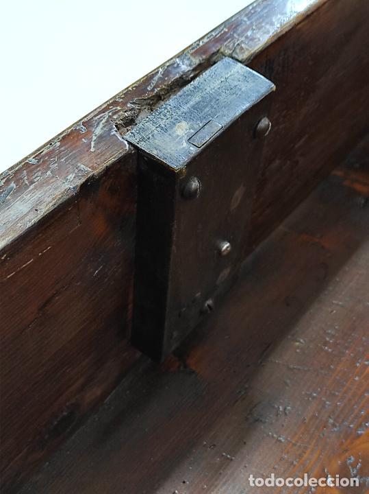 Antigüedades: Antigua Cómoda - Diferentes Maderas - Finísima Marquetería - Tiradores de Bronce - S. XIX - Foto 15 - 259271305