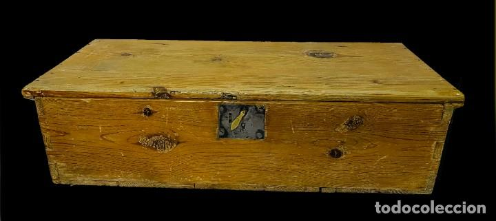 ANTIGUO BAÚL, ,ARQUETA, ARCA, ARCÓN, CAJA DE MADERA DE PINO NEGRO. S. XVII. 74X31X20 (Antigüedades - Muebles Antiguos - Baúles Antiguos)