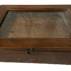 Antigüedades: ANTIGUO MUEBLE PARA METER COLECCIONES, VITRINA EXPOSITOR. DE NOGAL. S. XIX.. Lote 259709450