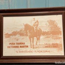 Antigüedades: CUADRO AZULEJO PEÑA TAURINA VICTORIANO MARTIN VILA REAL 1977 1987. Lote 259764435