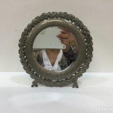Antigüedades: ANTIGUO ESPEJO BISELADO DE TOCADOR PELTRE. Lote 259778795