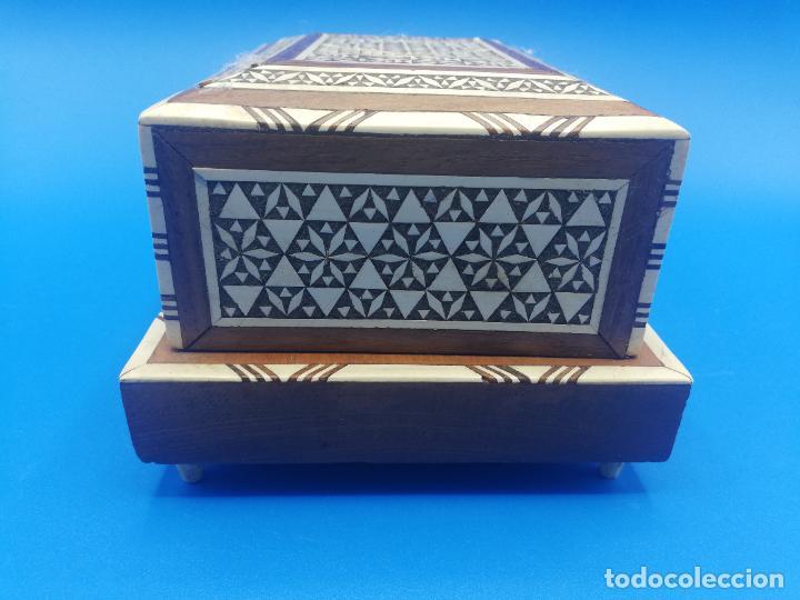 Antigüedades: CAJA CIGARRERA MUSICAL. MARQUETERIA DE TARACEA. VER FOTOS. MEDIDAS . 17 x 9.5 13.5 CM APROX. - Foto 5 - 259780735