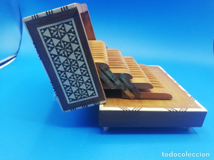 Antigüedades: CAJA CIGARRERA MUSICAL. MARQUETERIA DE TARACEA. VER FOTOS. MEDIDAS . 17 x 9.5 13.5 CM APROX. - Foto 12 - 259780735