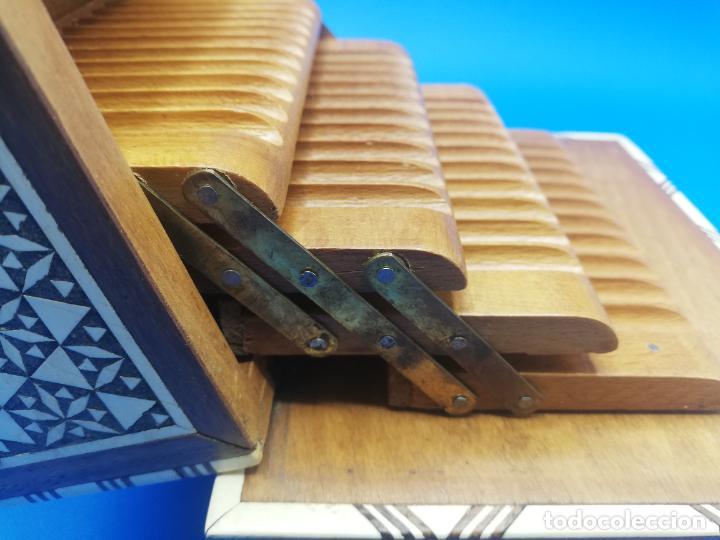 Antigüedades: CAJA CIGARRERA MUSICAL. MARQUETERIA DE TARACEA. VER FOTOS. MEDIDAS . 17 x 9.5 13.5 CM APROX. - Foto 13 - 259780735