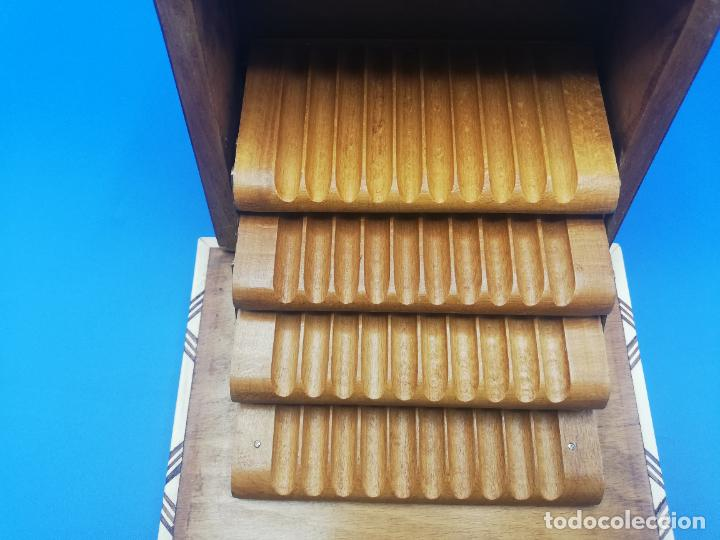 Antigüedades: CAJA CIGARRERA MUSICAL. MARQUETERIA DE TARACEA. VER FOTOS. MEDIDAS . 17 x 9.5 13.5 CM APROX. - Foto 14 - 259780735