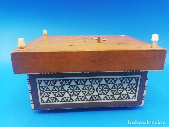 Antigüedades: CAJA CIGARRERA MUSICAL. MARQUETERIA DE TARACEA. VER FOTOS. MEDIDAS . 17 x 9.5 13.5 CM APROX. - Foto 19 - 259780735