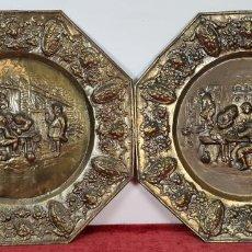 Antigüedades: PAREJA DE PLATOS DECORATIVOS. BAJO RELIEVE DE ESCENAS POPULARES. SIGLO XX.. Lote 259820770
