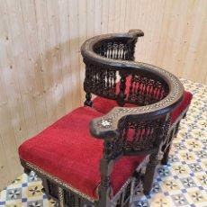 Antigüedades: SOFA TU Y YO DE NOGAL CON INCRUSTACIONES. Lote 259831470