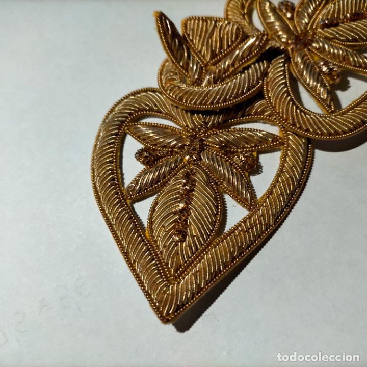 Antigüedades: canutillo y canutillo ingles, piezas bordadas en oro formando un cierre capa pluvial fajin broche - Foto 3 - 259933790