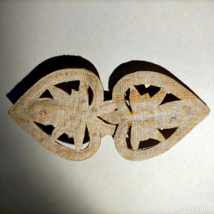 Antigüedades: canutillo y canutillo ingles, piezas bordadas en oro formando un cierre capa pluvial fajin broche - Foto 4 - 259933790