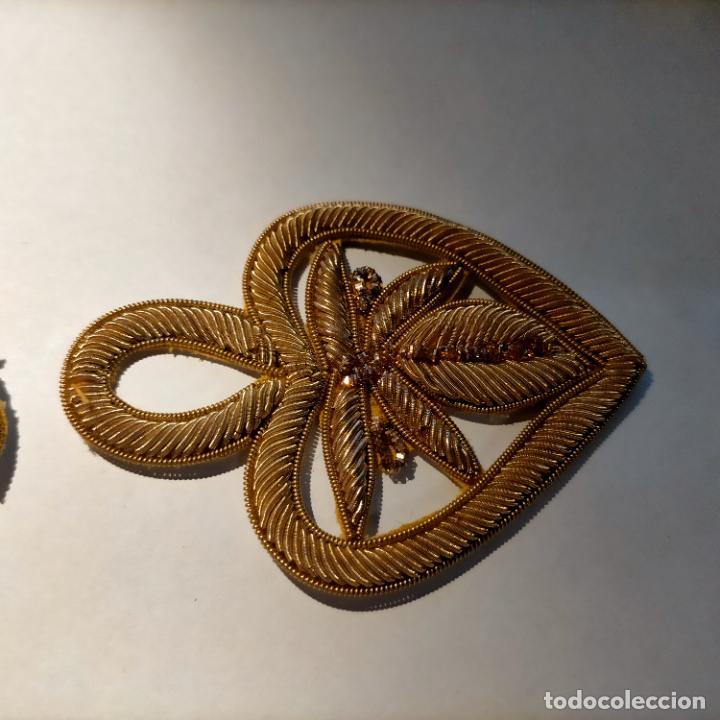 Antigüedades: canutillo y canutillo ingles, piezas bordadas en oro formando un cierre capa pluvial fajin broche - Foto 6 - 259933790