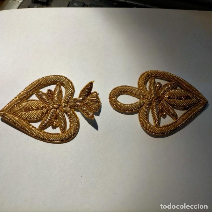 Antigüedades: canutillo y canutillo ingles, piezas bordadas en oro formando un cierre capa pluvial fajin broche - Foto 7 - 259933790