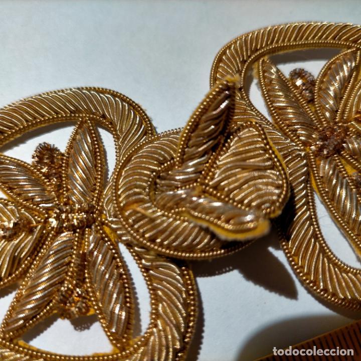 Antigüedades: canutillo y canutillo ingles, piezas bordadas en oro formando un cierre capa pluvial fajin broche - Foto 9 - 259933790