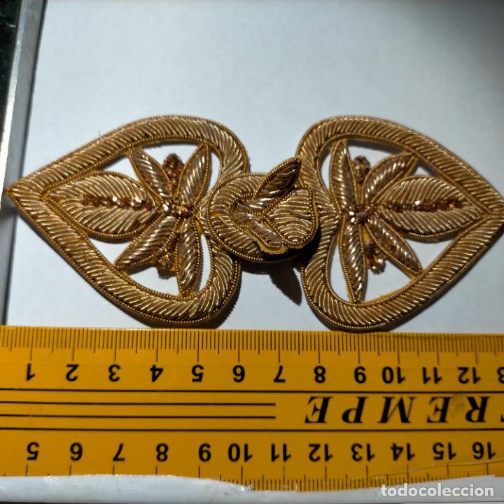 Antigüedades: canutillo y canutillo ingles, piezas bordadas en oro formando un cierre capa pluvial fajin broche - Foto 10 - 259933790