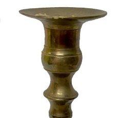 Antigüedades: ANTIGUO CANDELABRO DE BRONCE. S. XIX. 22 CM DE ALTURA.. Lote 260045320