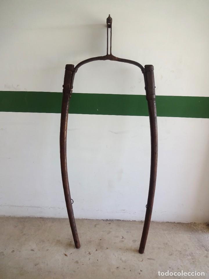 BARRAS DE TIRO O TIRENTE DE MADERA DE BURRO PARA LA ARADA 1,6 METROS X 68 CM GANADERIA (Antigüedades - Técnicas - Rústicas - Agricultura)