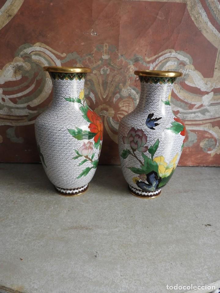 Antigüedades: PAREJA DE TIBORES O JARRONES CLOISONNE DE ESMALTE Y BRONCE - Foto 2 - 260067735