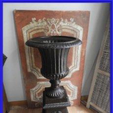 Antigüedades: COPA DE HIERRO MEDICI CON SU PEDESTAL. 108 CM DE ALTA. Lote 260318960