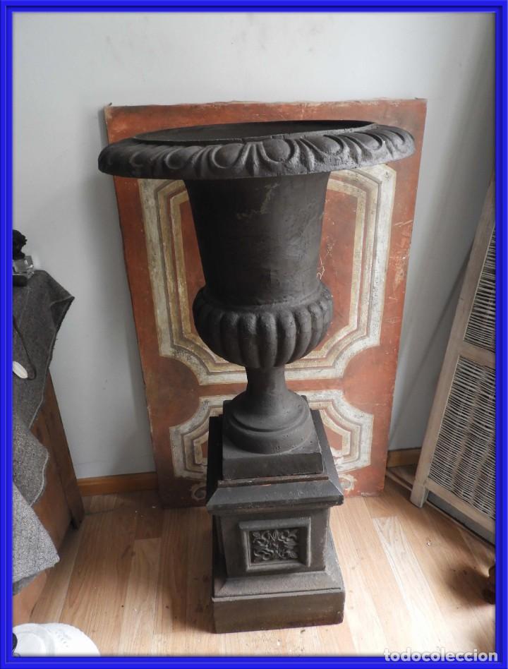 IMPORTANTE COPA DE HIERRO CON SU PEDESTAL IMPERIO ALTURA 129 CM. (Antigüedades - Hogar y Decoración - Copas Antiguas)