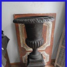 Antigüedades: IMPORTANTE COPA DE HIERRO CON SU PEDESTAL IMPERIO ALTURA 129 CM.. Lote 260319120