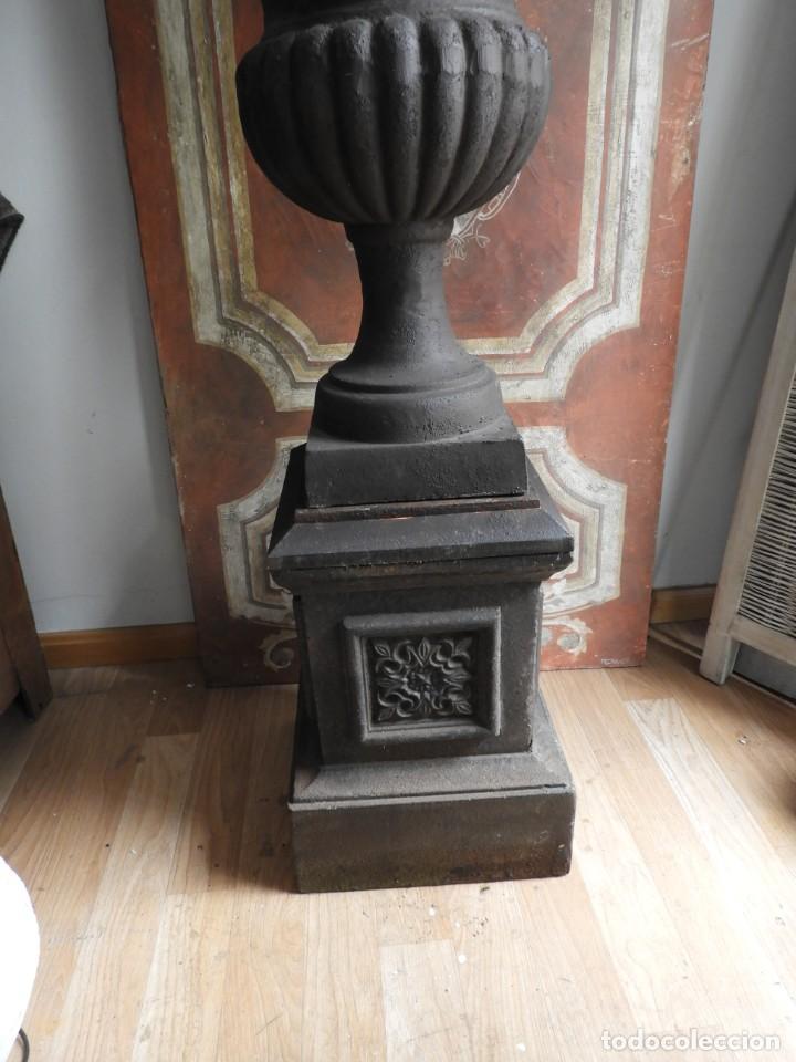 Antigüedades: IMPORTANTE COPA DE HIERRO CON SU PEDESTAL IMPERIO ALTURA 129 CM. - Foto 2 - 260319120