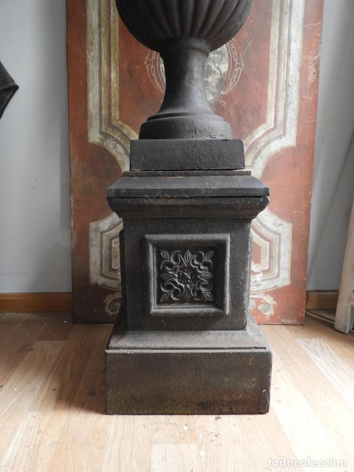 Antigüedades: IMPORTANTE COPA DE HIERRO CON SU PEDESTAL IMPERIO ALTURA 129 CM. - Foto 4 - 260319120