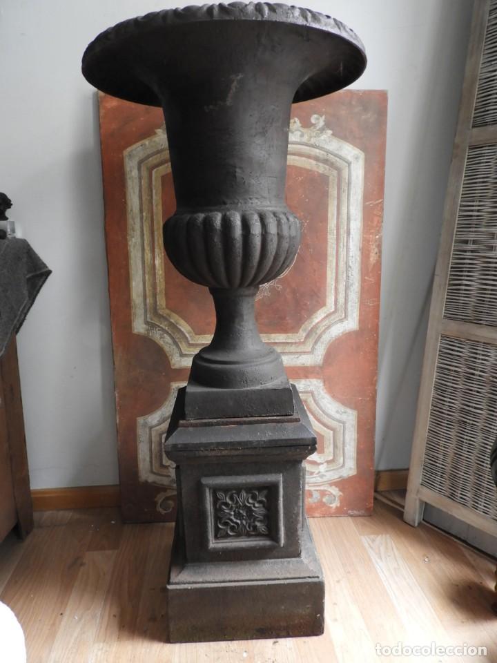 Antigüedades: IMPORTANTE COPA DE HIERRO CON SU PEDESTAL IMPERIO ALTURA 129 CM. - Foto 5 - 260319120