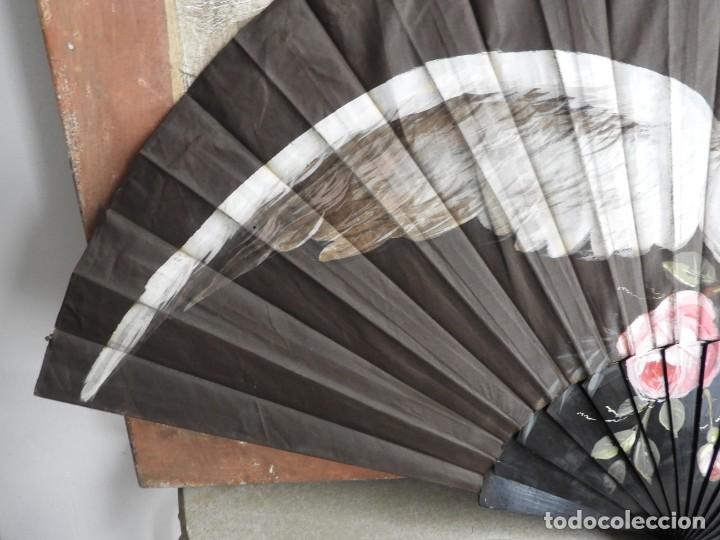 Antigüedades: ANTIGUO ABANICO DE TELA DECORADO A MANO. PERFECTO ESTADO - Foto 4 - 260319845