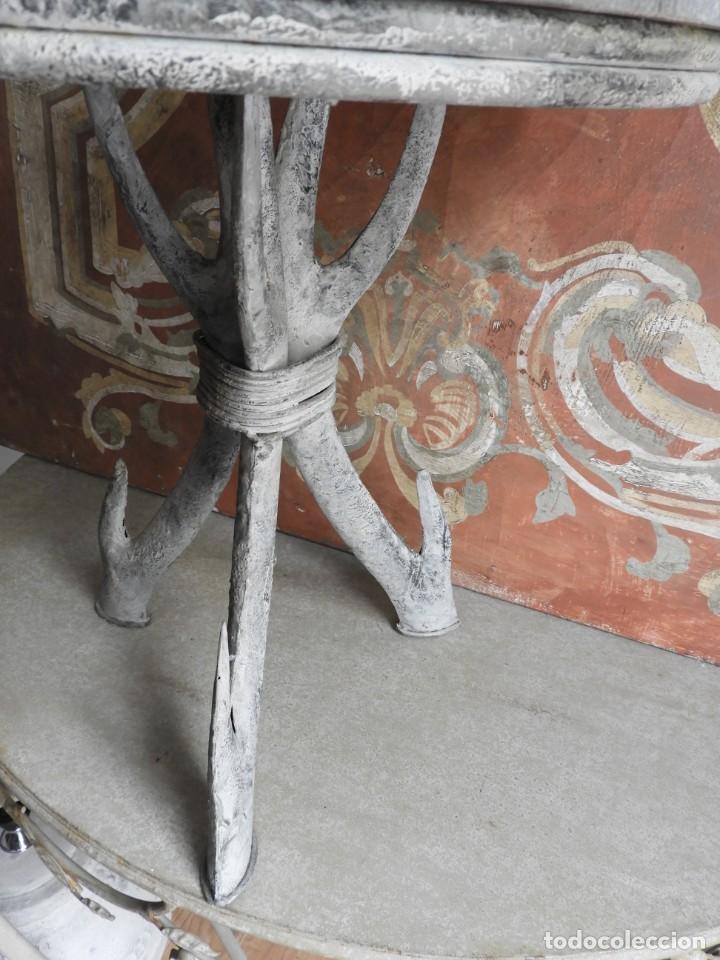 Antigüedades: TABURETE DE MADERA CON PATAS DE METAL - Foto 4 - 260320045
