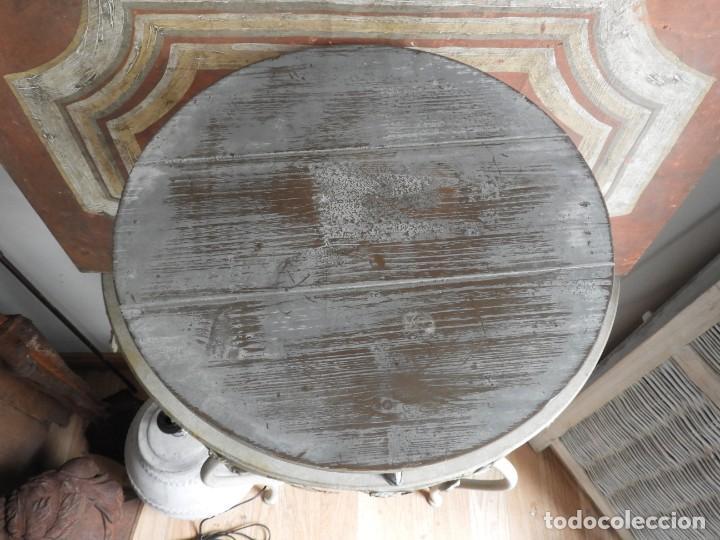 Antigüedades: TABURETE DE MADERA CON PATAS DE METAL - Foto 5 - 260320045