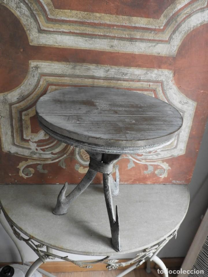 Antigüedades: TABURETE DE MADERA CON PATAS DE METAL - Foto 7 - 260320045