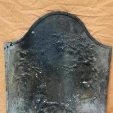 Antigüedades: PLACA FONDO DE CHIMENEA EN HIERRO DEL SIGLO XIX-MOTIVO CAZA-JAURIA PERROS-PERRERO-REF-1AC. Lote 260340310