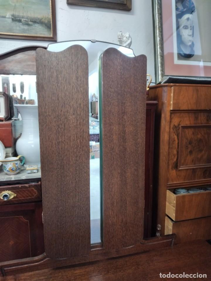 Antigüedades: Antiguo tocador de madera de nogal con espejo plegable,4 cajones tiradores de bronce, años 30/40 - Foto 4 - 260359770