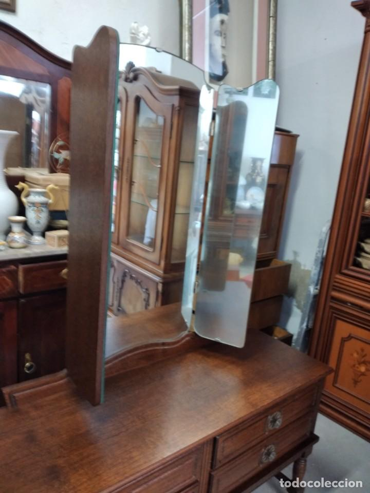 Antigüedades: Antiguo tocador de madera de nogal con espejo plegable,4 cajones tiradores de bronce, años 30/40 - Foto 14 - 260359770