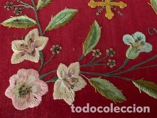 Antigüedades: Excepcional carpeta porta corporales bordada en seda de colores. S. XIX. - Foto 2 - 260359975