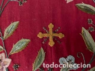 Antigüedades: Excepcional carpeta porta corporales bordada en seda de colores. S. XIX. - Foto 3 - 260359975