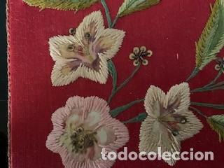 Antigüedades: Excepcional carpeta porta corporales bordada en seda de colores. S. XIX. - Foto 4 - 260359975