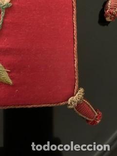 Antigüedades: Excepcional carpeta porta corporales bordada en seda de colores. S. XIX. - Foto 9 - 260359975