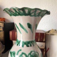 Antigüedades: JARRA DE CERÁMICA DE FAJALAUZA. 23 CM DE ALTURA ARTESANÍA ÁLVAREZ. Lote 260386460