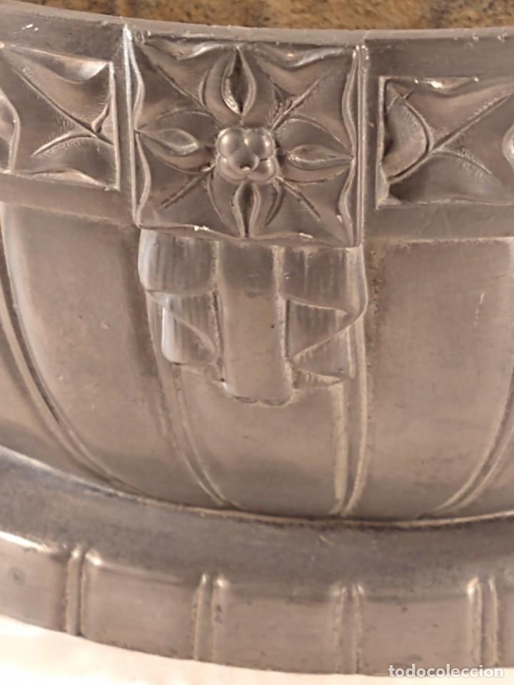 Antigüedades: CENTRO-JARDINERA ART DECÓ EN ESTAÑO. DECORACIÓN GALLONADA. CIRCA 1920. FRANCIA. - Foto 9 - 260506545