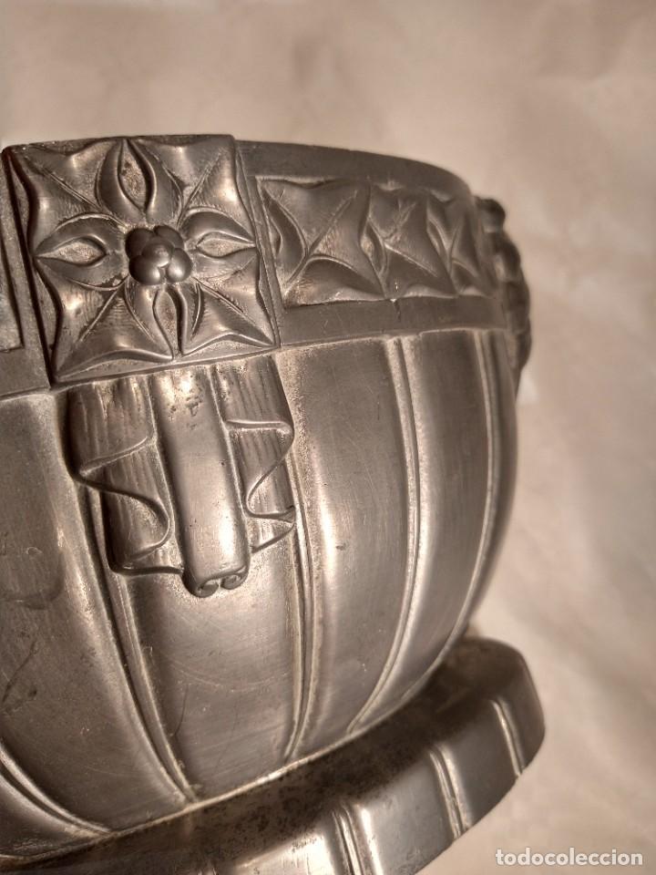 Antigüedades: CENTRO-JARDINERA ART DECÓ EN ESTAÑO. DECORACIÓN GALLONADA. CIRCA 1920. FRANCIA. - Foto 12 - 260506545