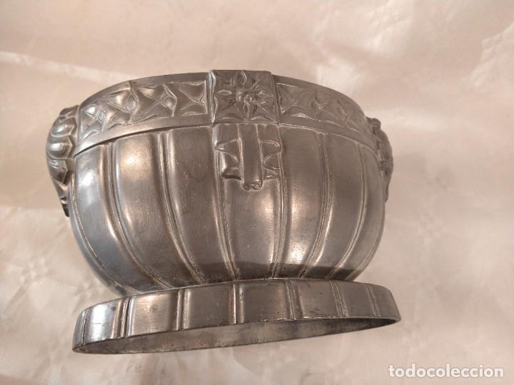 Antigüedades: CENTRO-JARDINERA ART DECÓ EN ESTAÑO. DECORACIÓN GALLONADA. CIRCA 1920. FRANCIA. - Foto 15 - 260506545