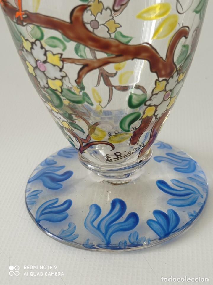 Antigüedades: Antigua copa de cristal soplado catalán firmada por E.Rieras pintada a mano en esmaltes - Foto 2 - 260574910