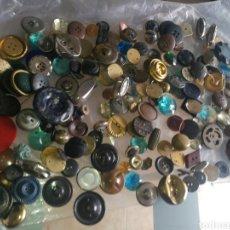 Antigüedades: GRAN LOTE BOTONES ANTIGUOS.. Lote 260687020