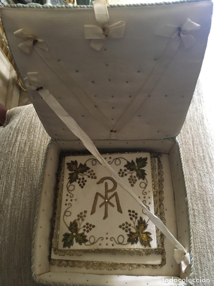 Antigüedades: Caja y bordados religiosos antiguos - Foto 2 - 260688300