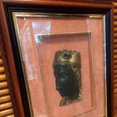 Antiquités: VIRGEN DE MONTSERRAT. CREACIÓN ARTÍSTICA EN RELIEVE. ENMARCADA Y CON FIRMA. AÑOS 1970S. Lote 260693320