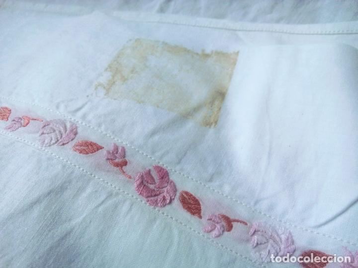 Antigüedades: Sabanas de algodón gran calidad sin estrenar. Juego bordado años 40 con tapacosturas. 254 por 183 - Foto 6 - 260729315