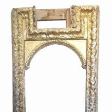 Antigüedades: MARCO DE IGLESIA MADERA TALLADA PAN DE ORO. Lote 184358802